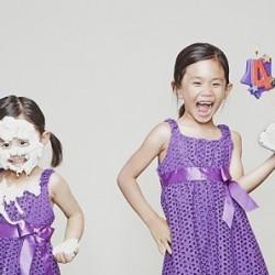 Креативен татко прави щури снимки на дъщерите си