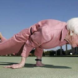 Баба и яка мацка в жестока конкуренция – коя го върти по-добре?