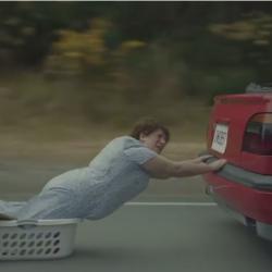 "Супер смешна реклама на дезодорант – ""Песента на майките"""