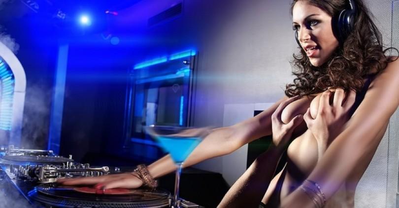Сексапил зад пулта – голи DJ