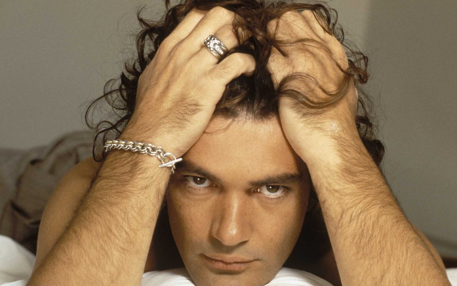 Antonio Banderas Wallpaper @ Go4Celebrity.com
