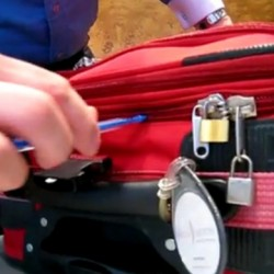 Как се отваря заключен куфар