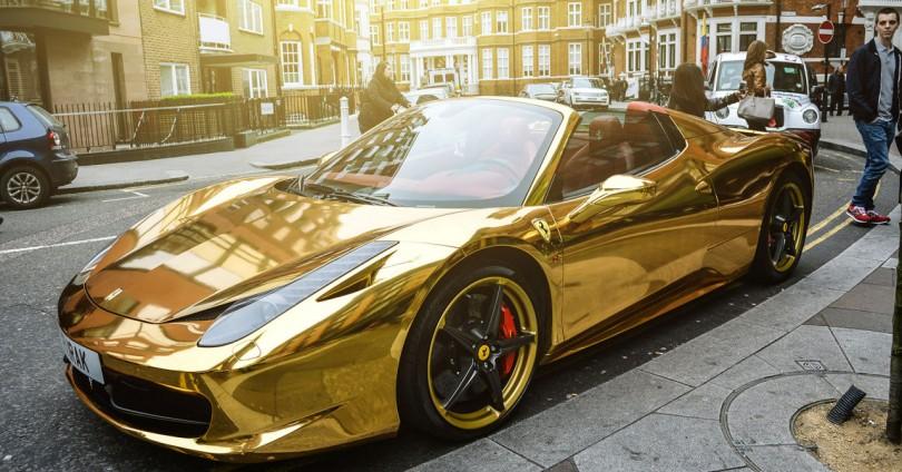 Кой кара хромирано, златно Ferrari 458 Spider?
