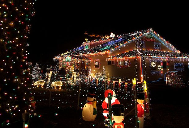 AD-Smiths-House-with-Xmas-Lights