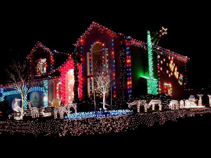 Beast-and-Biggest-Outdoor-Christmas-Lights-at-House-Decor-Ideas-800x600-718x538