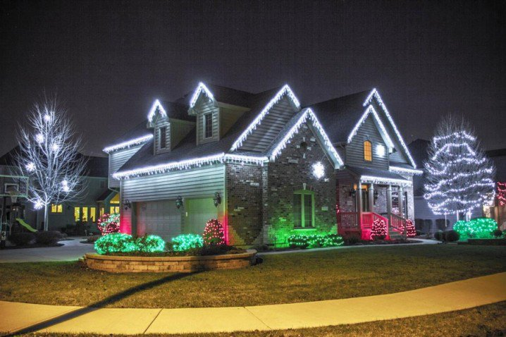 Best-Beast-and-Biggest-Outdoor-Christmas-Lights-at-House-Design-900x600-718x478