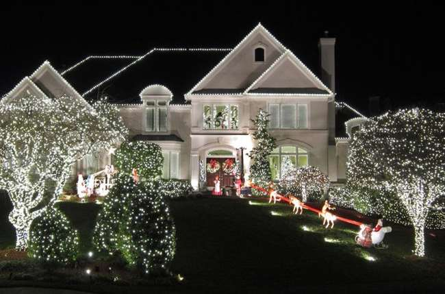 Outdoor-christmas-lights-roof1