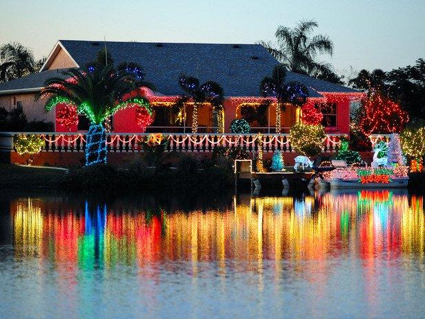 RMS_Palm-tree-tropical-christmas-lit-home_s4x3_lg