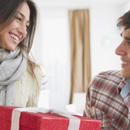 3 жеста, които мъжете смятат за мили, но жените всъщност ненавиждат
