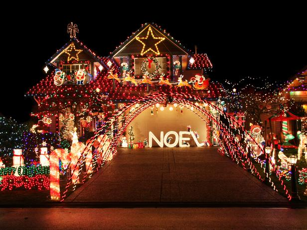 iStock-14171675_eclectic-christmas-light-display-noel-driveway-awning_s4x3_lg
