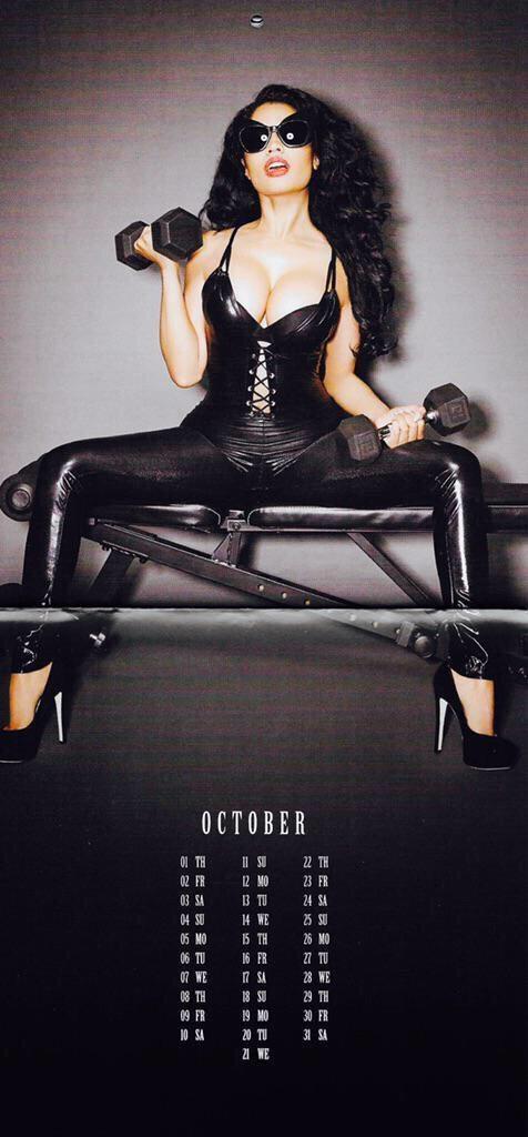 Nicki-Minaj-Calendar-11-476x1024