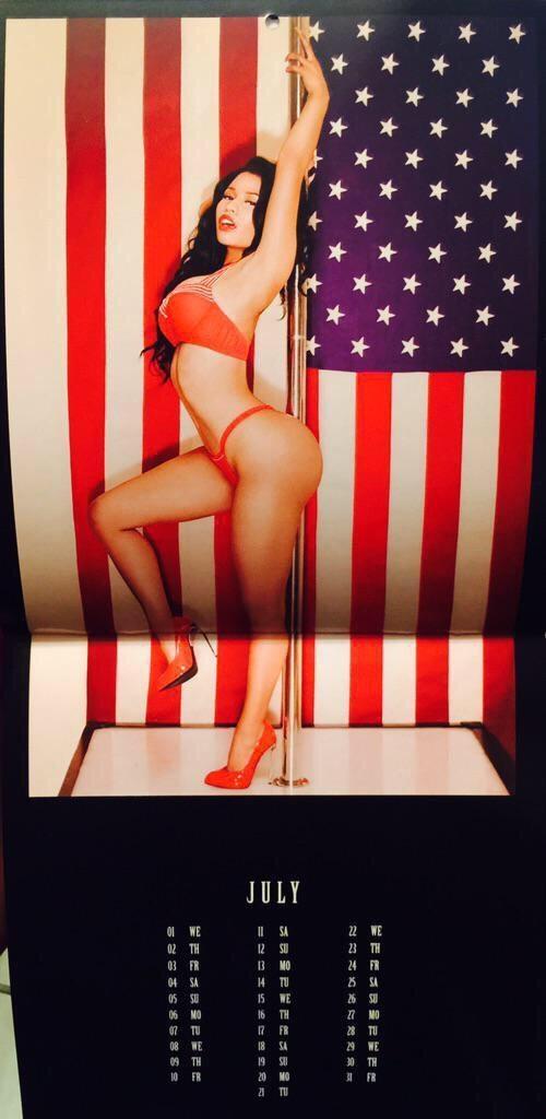 Nicki-Minaj-Calendar-8-500x1024