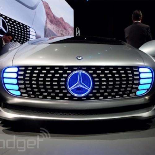 """Mercedes-Benz представи """" F015 Luxury in Motion"""" концепция за безпилотна кола"""