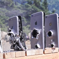 Колко iphone-а са нужни, за да спрат АК-47